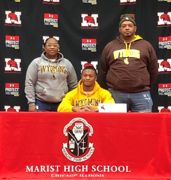 Jovan Marsh and Family at December 2020 NLI Signing