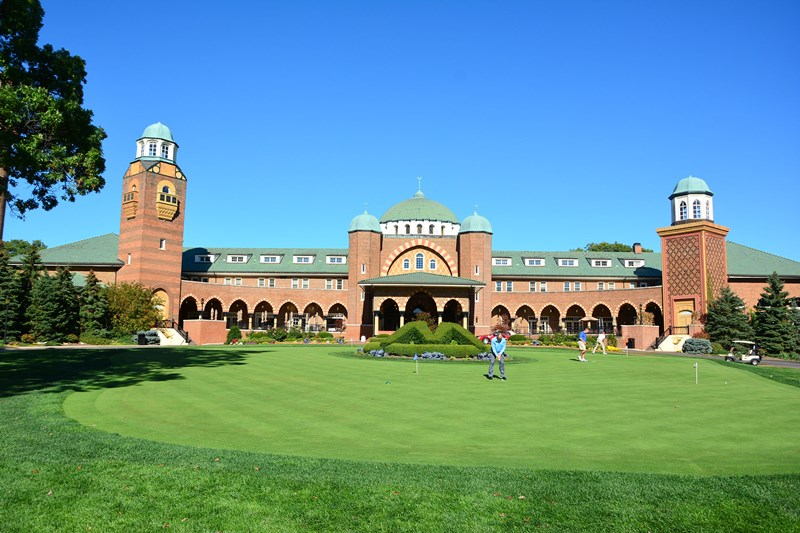 Medinah-Clubhouse